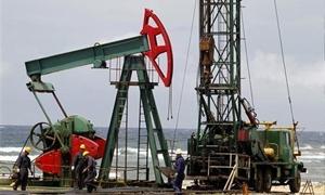 أسعار النفط العالمية تنخفض للشهري الثاني على التوالي.. والخام الامريكي  الأكثر تراجعاً