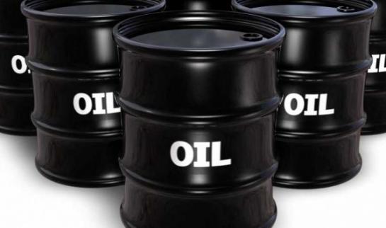 النفط يهبط 3 بالمئة بفعل تنامي تخمة المعروض