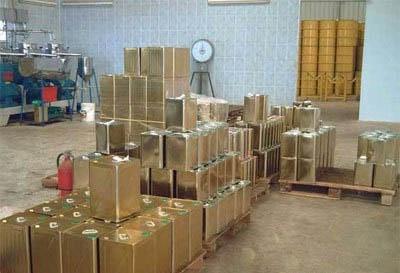 الاستهلاكية في حماة تستجر 500 صفيحة زيت زيتون..  وعبوة اللتر الواحد بـ1100 ليرة