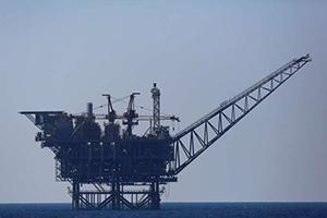 النفط يهبط مع هيمنة القلق بشأن النمو الاقتصادي العالمي