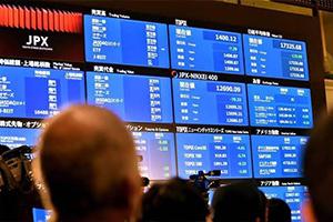 النزاعات التجارية تهبط بأسعار النفط