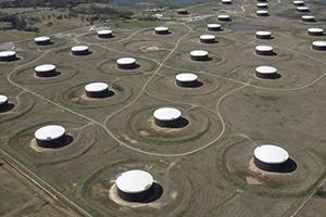أسعار النفط ترتفع وسط شح في المعروض بالسوق