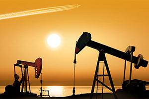 النفط يهبط 2 بالمئة وسط تباطؤ النمو العالمي