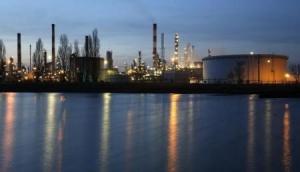 النفط يصعد لأعلى سعر في 8 أشهر بفعل تعطيلات المعروض وطلب الصين