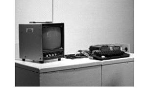 بيع كمبيوتر ابل 1 نادر بمبلغ 374500 دولار في مزاد بنيويورك