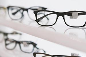 محافظة دمشق تصدر تعميم يقضي بفتح محلات بيع النظارات و إصلاح الإطارات يومين بالأسبوع