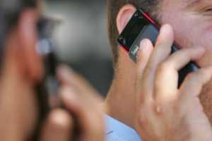 وزير الاتصالات ينفى دراسة رفع أجور المكالمات الخلوية أو الإنترنت