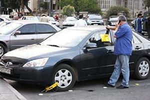 في وسط دمشق: موظف يعمل لصالح حسابه الشخصي في ركن السيارات بعد انتهاء عقد شركة (سيريا باركينغ)