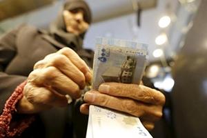 المواطن السوري يحتاج للعمل 18 ساعة يومياً لتأمين حاجاته الأساسية