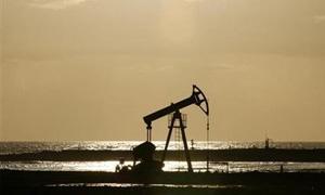 النفط الامريكي يهبط اقل من 96 دولارا للبرميل