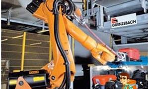 روبوت لحمل امتعة المسافرين في مطار دبي