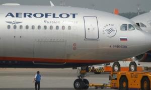 أول طائرة سياح روس تحط في تركيا بعد تحسّن العلاقات