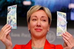 بالصور: روسيا تصدر أوراقا نقدية تذكارية بمناسبة كأس العالم