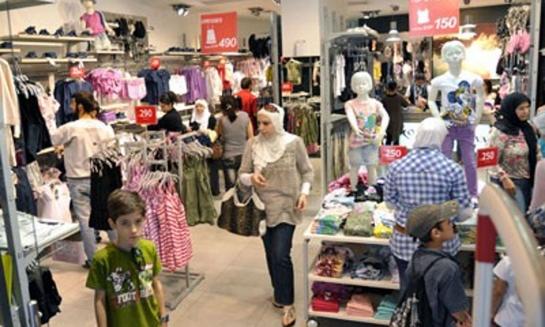 غرفة تجارة دمشق تطالب بتمديد فترة التنزيلات على الألبسة