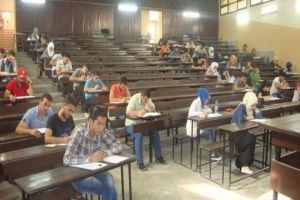 مرسوم بمنح دورة امتحانية إضافية وعام اسثتنائي للطلاب الراسبين والمستنفدين