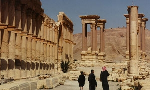الاعتماد على  السياحة الدينية كمنتج رئيسي