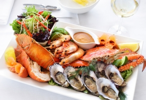 الوجبة تبدأ من 10آلاف ليرة..المأكولات البحرية حلم لن يتجرأ المواطن السوري حتى على التفكير به!!