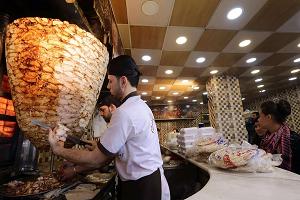 مطاعم لبيع الفروج والشاورما في دمشق تُغلق أبوابها لهذا السبب؟