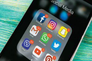 الاتصالات تدرس حجب مكالمات الصوت والفيديو عن الواتس آب والماسنجر وغيرها
