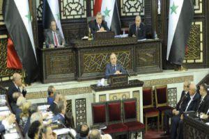 السوريون يعانون على الحدود اللبنانية..ورئيس الحكومة يقول: لن نكتفي بالمعاملة بالمثل!