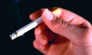 وزيرة السياحة تسمح بالتدخين والأركيلة في المطاعم