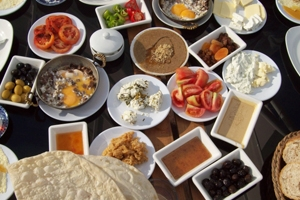 استبيان: 6000 ليرة وسطي تكلفة مائدة السحور للأسرة السورية في رمضان.. والإنفاق ارتفع 3 أضعاف