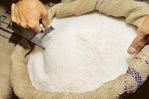 مؤسسات التدخل الإيجابي تبدأ بتوزيع السكر للمواطنين على دفتر الغاز