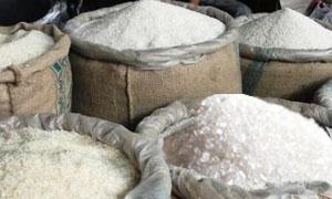 وزارة التجارة تدرس توزيع السكر والأرز عبر بطاقات الكترونية