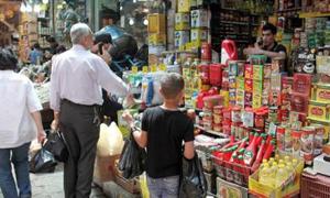 مسؤول:السكر والرز والشاي والزيت يحاول التجار احتكارها
