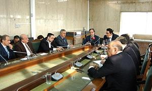 حاكم المركزي: إيداع 50 بالمئة من قيمة إجازة الاستيراد بالليرة السورية للمواد الأساسية