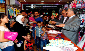 وزير التجارة يتفقد أسواق دمشق ويقول: لن نتساهل مع المخالفين لتعليمات الوزارة