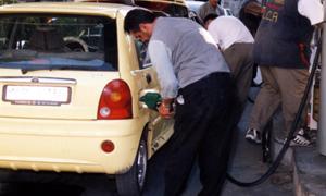 وزير النفط: البنزين متوفر والازدحام مفتعل.. زيادة مخصصات دمشق بنسبة 15%