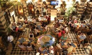 مطاعم وماركات فاخرة في سورية بلا ضرائب ..دكتور جامعي: السوريين اصبحوا الآن شريحتين 85% منهم فقراء