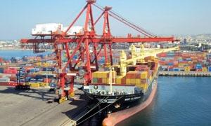 مصادر: وصول 9 سفن تجارية وناقلة نفط الى ميناء طرطوس