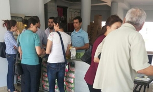 افتتحت 14 مركزاً.. حملة الفينيق السوري تبيع مواداً غذائية بنصف القيمة في ريف دمشق