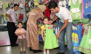 وزارة التجارة تحضر لمراقبة أسعار الألبسة والحلويات