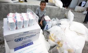 مسؤول: تجار يأخذون المساعدات الغذائية من دمشق ويبيعونها في دير الزور