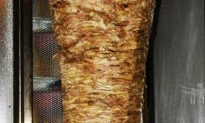 42 مخالفة في يوم واحد..ضبط مطعم شاورما يستخدم لحوماً فاسدة في ريف دمشق