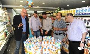 مديرية حماية المستهلك بريف دمشق تنظم 760 ضبطا تموينيا وتصادر مواد منتهية الصلاحية