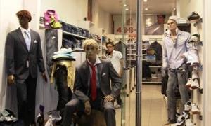 محلات لبيع الألبسة تلغي الحسومات المقررة في رمضان لارتفاع الدولار!!