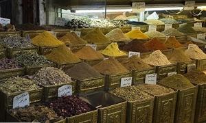 تموين دمشق تصادر نصف طن من المواد الغذائية المحتكرة في البزورية