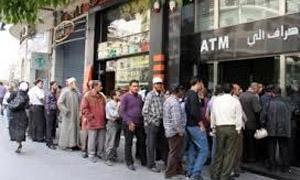 المصرف العقاري يدخل خدمة جديدة لسحب وقبض الرواتب.. وخروج 60 صرافاً عن الخدمة بالمصرف التجاري