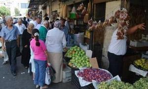 أشكال متعددة للبيع الخضار في اللاذقية ... والأسواق تعاني  من ضعف توفرها