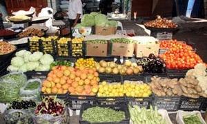 التجارة الداخلية بدمشق تصدر نشرة أسعار الخضار والفواكه.. كيلو البطاطا بـ115 والبندورة بـ60 ليرة