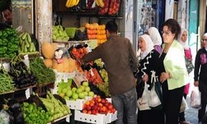 اسعار الخضار والفواكه والفروج والبيض في أسواق دمشق ..البطاطا بـ130 وكيلو شرحات الدجاج يرتفع 50 ليرة