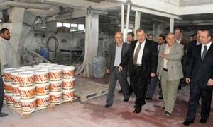 وزير الصناعة:خطط لتطوير الشركات العامة وزيادة قدراتها..وإنتاجية العامل في
