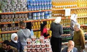 تقرير:استقرار في أسعار المواد الغذائية وانخفاض ليتر زيت دوار الشمس إلى 200 والسكر 100 ليرة