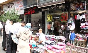 ألبسة الأطفال الأكثر ارتفاعا في الأسواق.. صناعي: أرباح تجار الألبسة في سورية تصل إلى 100%