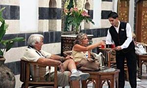 اتحاد عمال السياحة يقترح تشكيل لجنة للتحقيق بمخالفات إدارات الفنادق