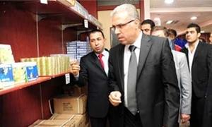 وزير التجارة الداخلية :المستلزمات المدرسية متوفرة في منافذ البيع الحكومية وبأسعار مدروسة وكميات كافية